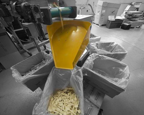 Lavorazione di plastica bio alla Novamont