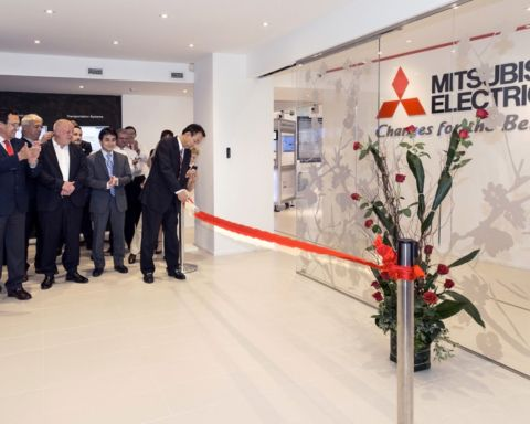 Mitsubishi, taglio del nastro