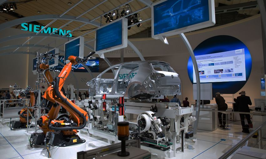 future-forum-of-the-siemens-booth-in-hall-9-at-hannover-messe-scuro