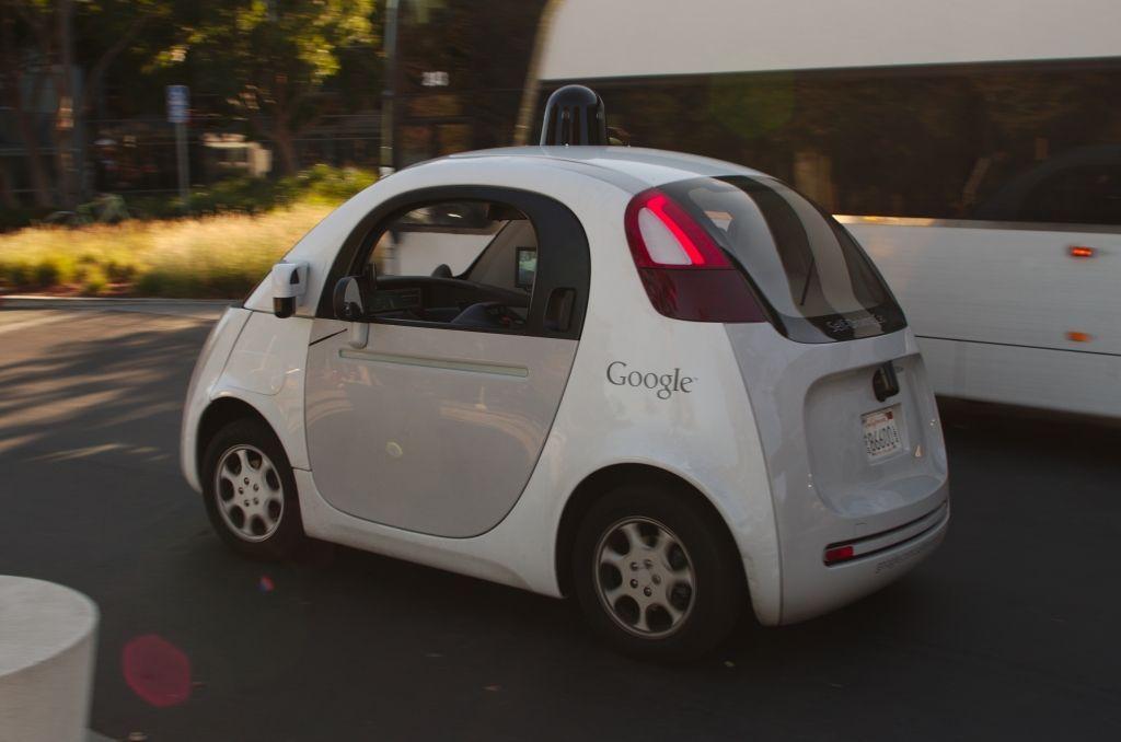 Google_self_driving_car_at_the_Googleplex