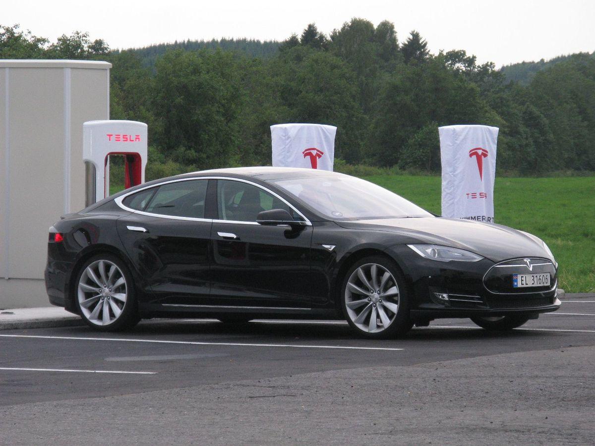 Norway_Tesla_Model_S_black