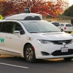 1200px-Waymo_Chrysler_Pacifica_in_Los_Altos,_2017 y Dllu - Own work, CC BY-SA 4.0, https://commons.wikimedia.org/w/index.php?curid=64517567