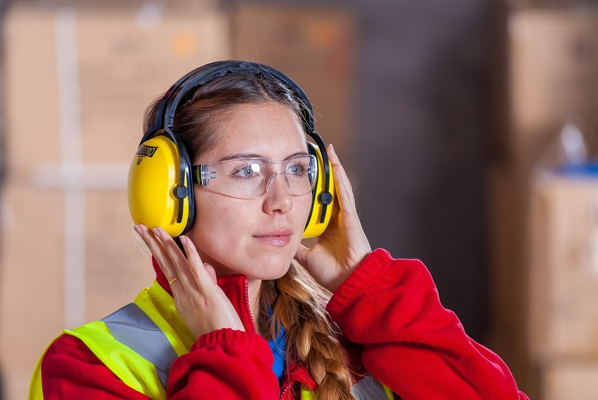 young work industrial-1636403_1280